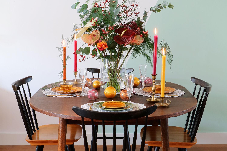 trend botanische weihnachtsdekoration mit anthurien. Black Bedroom Furniture Sets. Home Design Ideas