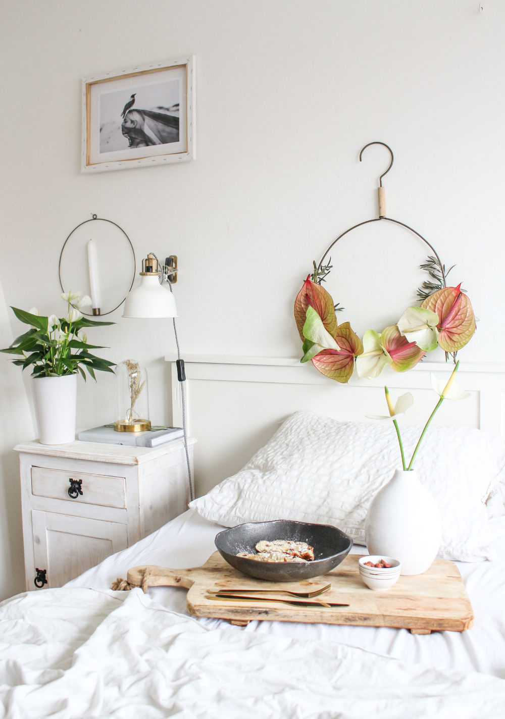 die anthurie in einem einzigartigen und farbenfrohen weihnachtskranz. Black Bedroom Furniture Sets. Home Design Ideas