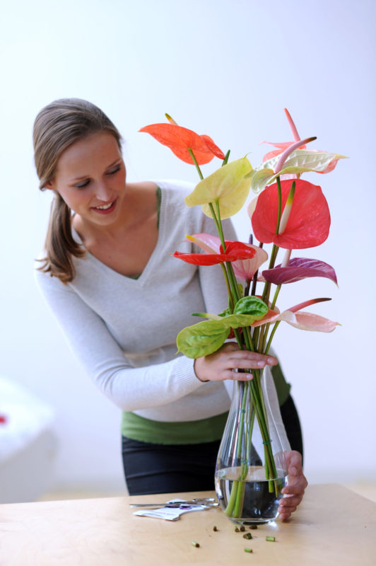 3 reasons why flowers always make women happy