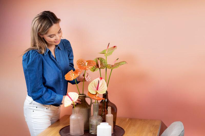composition tropicale d'été avec des anthuriums