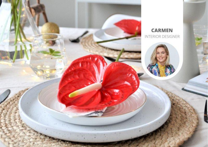 Décoration de la table de Noël avec des anthuriums rouges